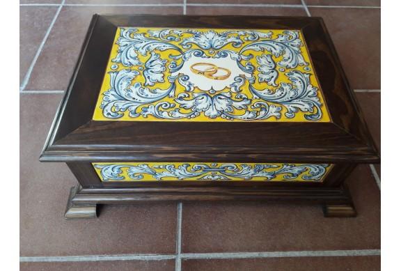 Caja de madra decorada en renacimiento