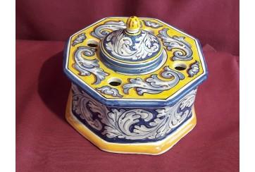 Tintero octogonal decorado en renacimiento azul y amarillo