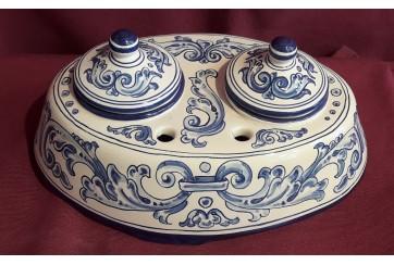 Tintero ovalado decorado en renacimiento azul